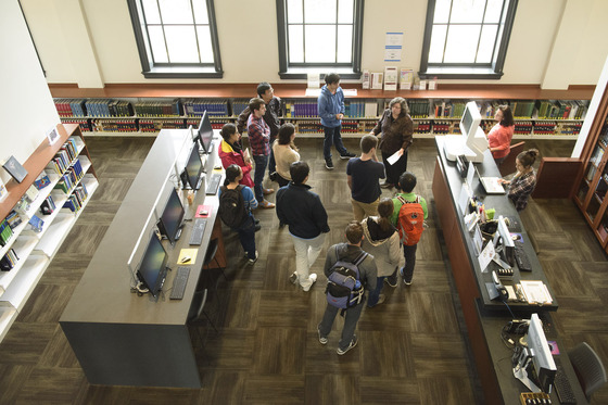 Grace Baysinger, chemistry and chemical engineering librarian, conducts a student orientation to the Li & Ma Science Library. Image credit: L.A. Cicero.