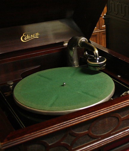 Edison Phonograph, image credit: Connie Shao/Stanford University Libraries
